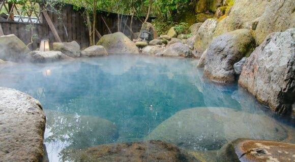 周辺温泉 天然温泉・花鳥風月をはじめ、天然温泉を源泉とする施設があり、疲れをリフレッシュするには最高です。